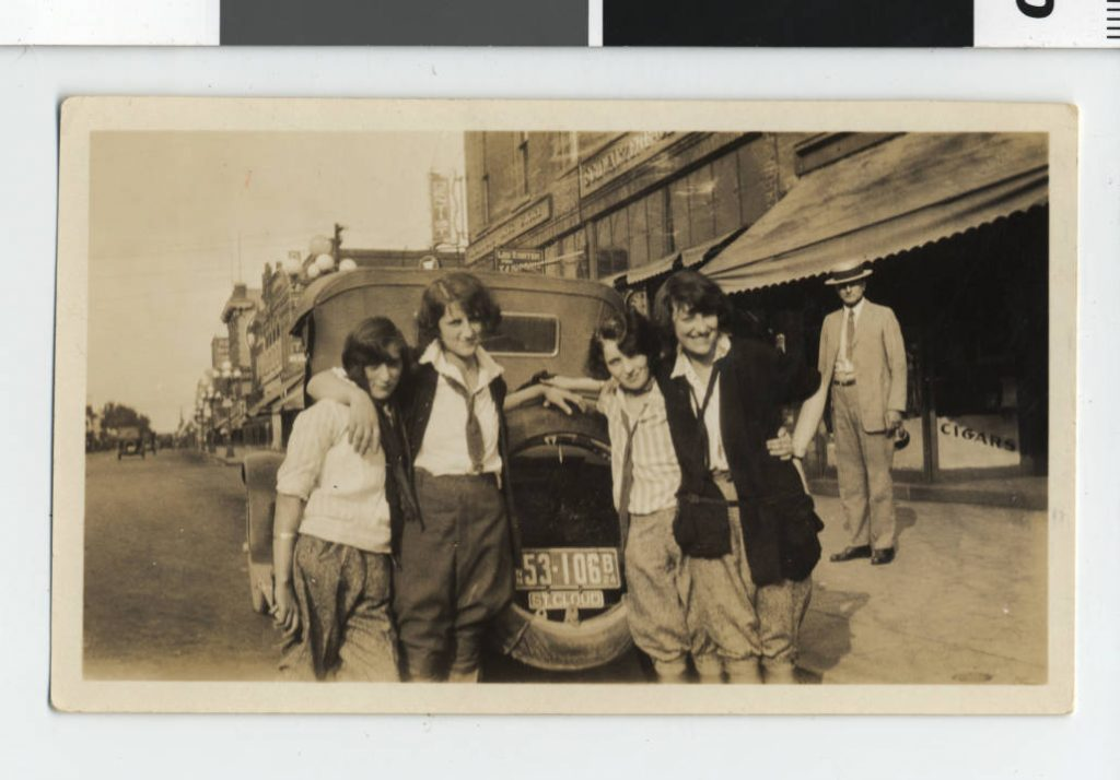 Girls in pants on Franklin Avenue, Minneapolis. Steinfeldt Photography Collection of the Jewish Historical Society of the Upper Midwest.