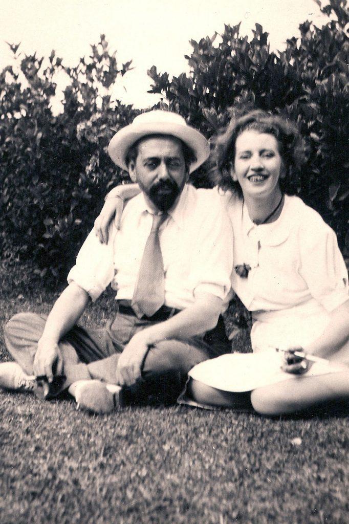 Oliverio Girondo y Norah Lange en El Tigre, Argentina. Ca. 1940. Sin Atribución.