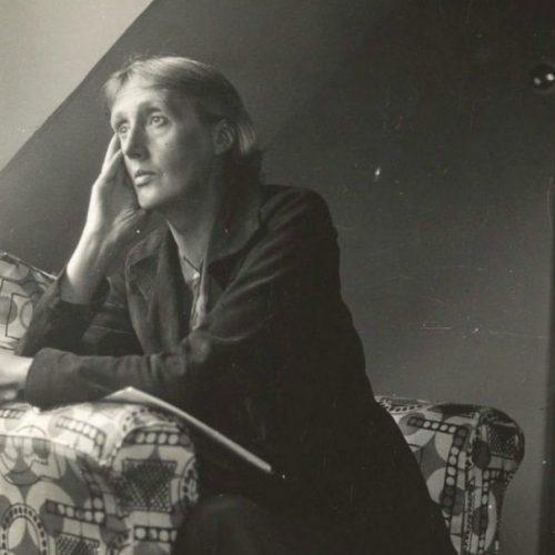 Virginia Woolf en Monk's House. Sin fecha, sin atribución, posiblemente un autoretrato.