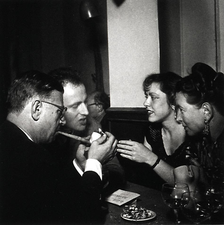 Jean-Paul Sartre, Boris Vian, Sarah Bakewell y Simone de Beauvoir en París. Sin fecha, sin atribución.