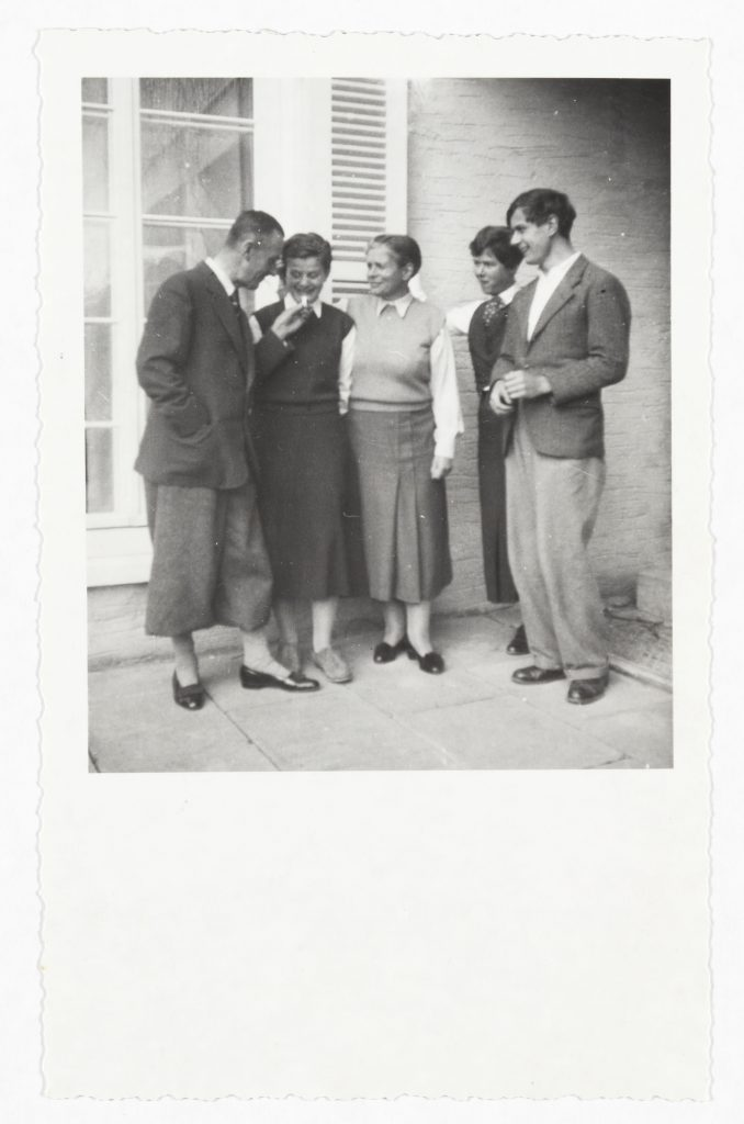 On the terrace of their house in Küsnacht standing from the left: Thomas, Elisabeth, Katia, Monika and Michael Mann, 1935. Photo: Thomas Mann Archives